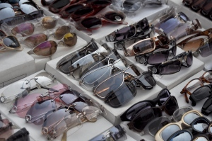 Sunglasses_sold_in_Manhattan,_NY
