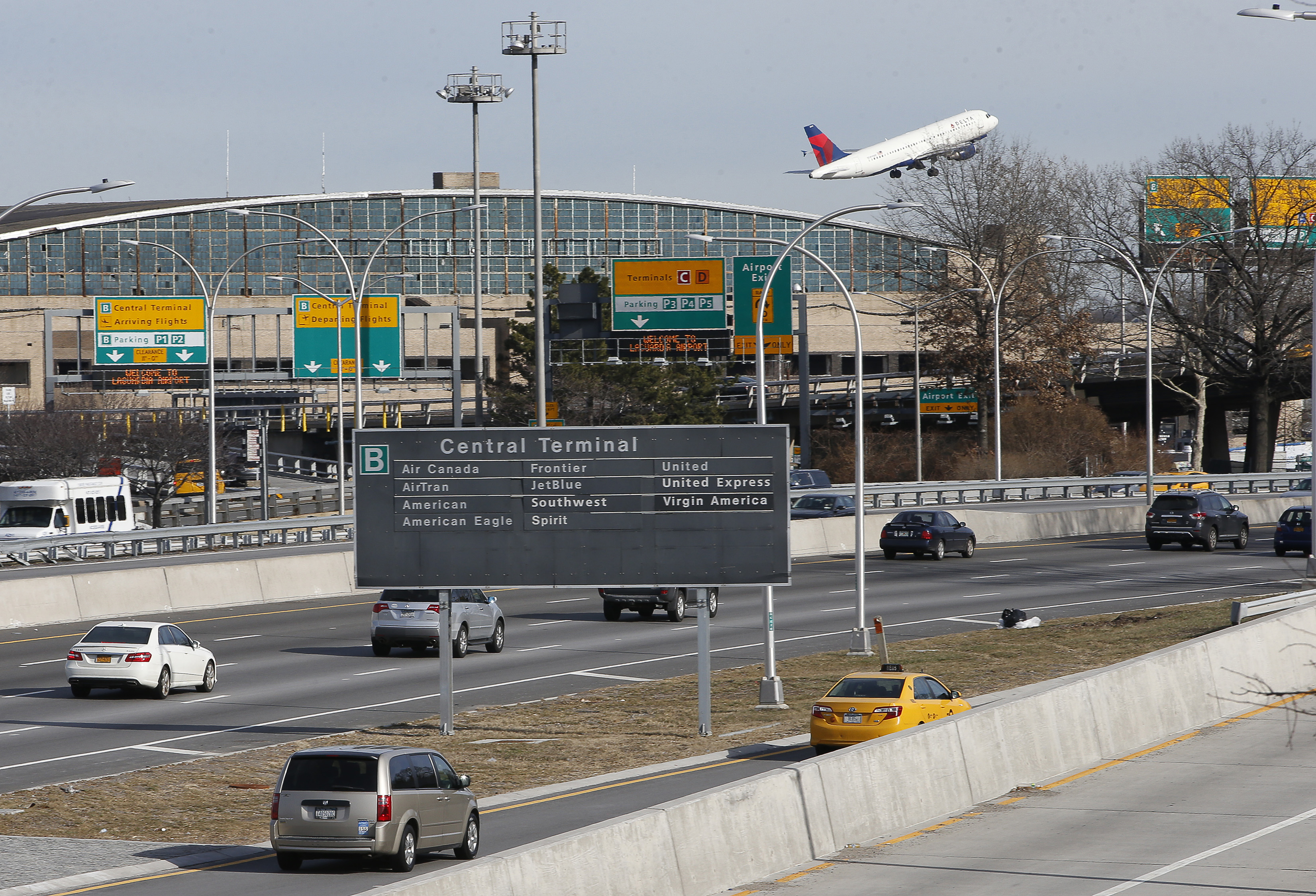 Aeroporto York : Quais são os aeroportos de fácil acesso à nova york? viajante sem